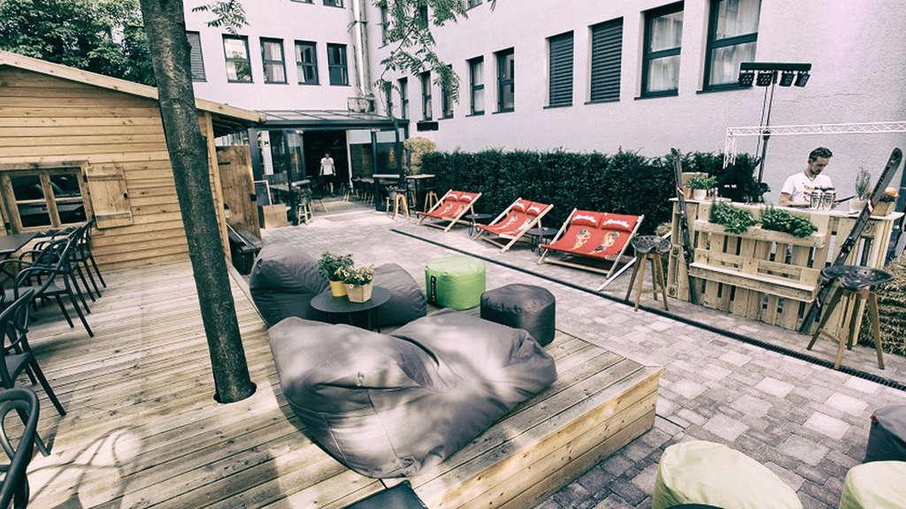 cocoon alm m nchen beats brotzeit gastro. Black Bedroom Furniture Sets. Home Design Ideas