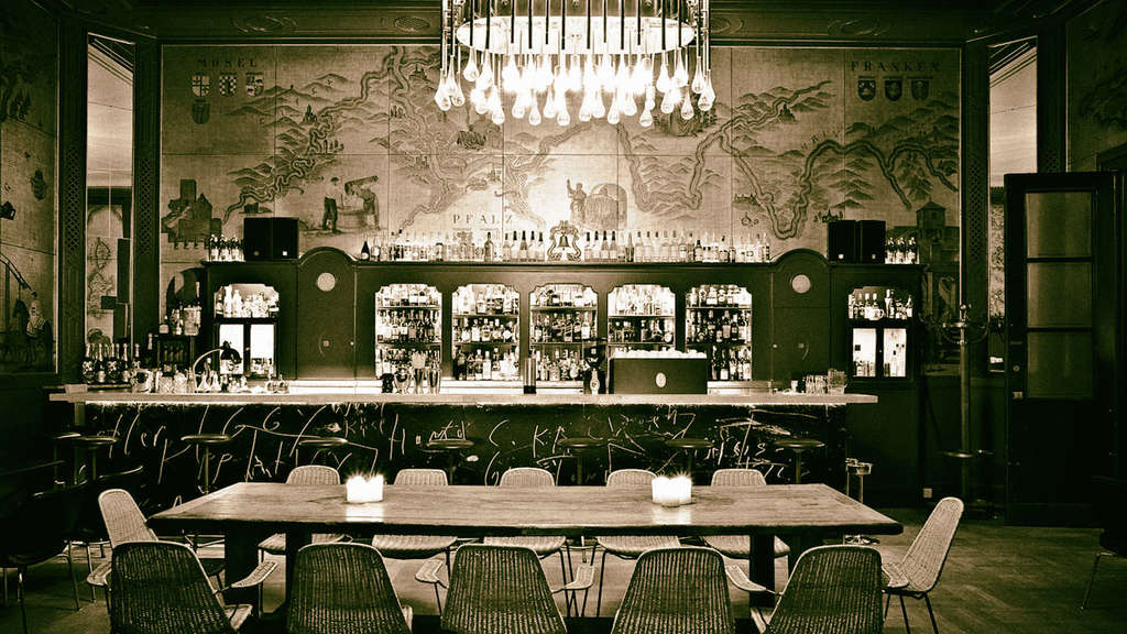 sieben jahre goldene bar m nchen bars. Black Bedroom Furniture Sets. Home Design Ideas