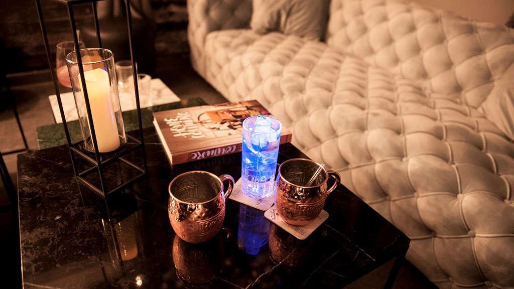 mirror munich bar kare pakete f r die generation selfie. Black Bedroom Furniture Sets. Home Design Ideas